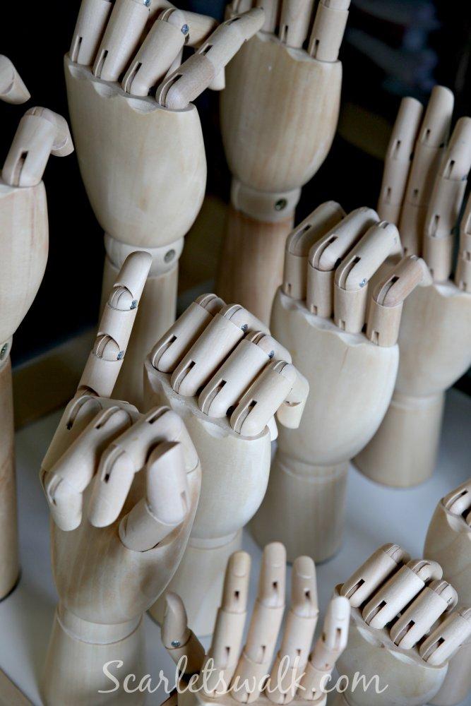 Legera Hay wooden hand