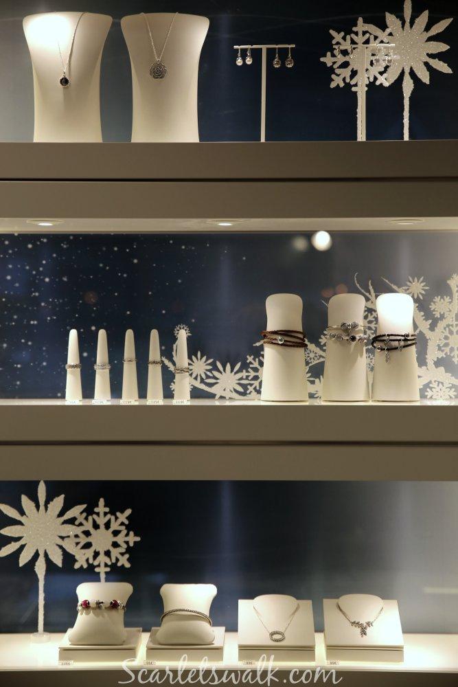 Pandora shop in shop