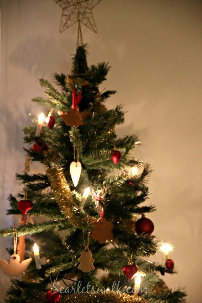 muovi joulukuusi