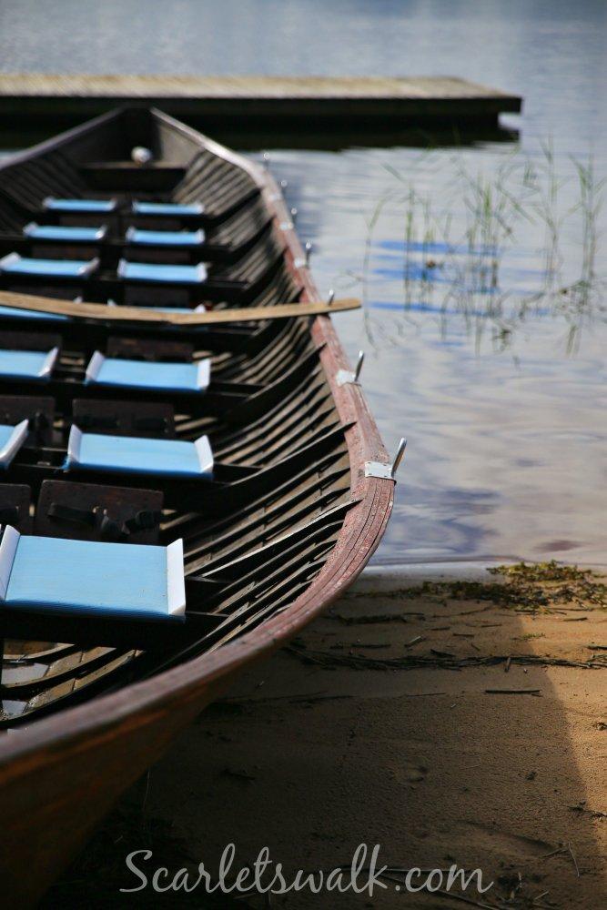 kirkkoveneella vesille